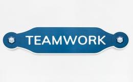 Crachá do ícone dos trabalhos de equipa isolado no branco imagem de stock royalty free