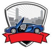 Crachá do carro de competência com fundo da construção da cidade Fotografia de Stock Royalty Free