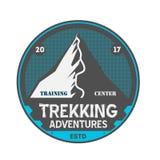 Crachá isolado vintage Trekking das aventuras Imagens de Stock Royalty Free