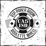 Crachá ou emblema redondo do casino com microplaqueta de jogo fotos de stock royalty free