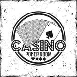 Crachá redondo do vetor do casino com cartões de jogo fotografia de stock royalty free