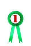Crachá verde das fitas da concessão com fundo branco Fotografia de Stock