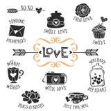 Crachás decorativos do amor do vintage com rotulação Vetor desenhado mão Imagens de Stock