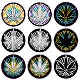 Crachás médicos do símbolo da folha da marijuana  Fotos de Stock Royalty Free