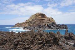 Craching bewegt an der Nord-Madeira-Küste wellenartig. lizenzfreie stockfotos