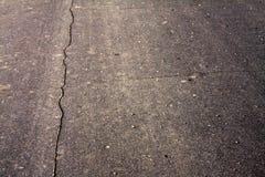 cracked asfaltbakgrund Arkivfoton
