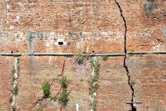 Cracked brick wall Stock Photography