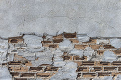 Cracked grey cement wall with bricks Royalty Free Stock Photography