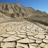 Cracked malde i Death Valley royaltyfria foton