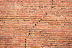 Cracked redbrick wall. Cracked red brick wall texture. grunge background Stock Images