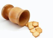Cracker auf hölzernem Krug lizenzfreie stockfotos