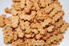 Cracker con i semi di papavero Fotografie Stock Libere da Diritti