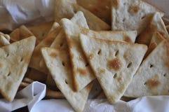 Cracker con la merce nel carrello del sale con la fodera bianca fotografia stock