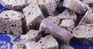 Cracker dal pane di segale stock footage