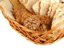 Cracker del grano, grano del riso, biscotti e grani di grano su fondo bianco Fotografia Stock Libera da Diritti