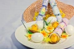 Cracker, Eier u. Gänseblümchen Lizenzfreie Stockbilder
