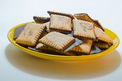 Cracker eingetaucht in Schokolade Stockfotografie