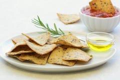 Cracker liberi dell'olio d'oliva dei rosmarini del glutine Fotografia Stock