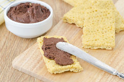 Cracker met horizontaal chocoladedeeg Stock Foto