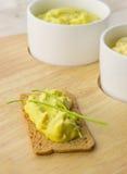 Cracker met met kerrie gekruide kippensalade Stock Afbeelding