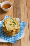 Cracker mit Gemüseflocken Stockfotos