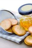 Cracker mit Orangenmarmelade Lizenzfreies Stockbild