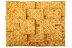 Cracker salati su bianco Fotografia Stock
