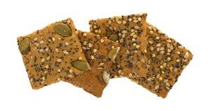 Cracker seminati grano intero su un fondo bianco fotografia stock libera da diritti