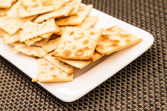 Cracker su un piatto Fotografie Stock