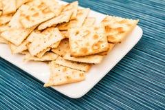 Cracker su un piatto Fotografia Stock Libera da Diritti