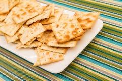 Cracker su un piatto Immagini Stock Libere da Diritti
