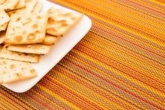 Cracker su un piatto Immagine Stock Libera da Diritti