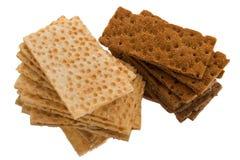 Cracker su una priorità bassa bianca Fotografia Stock