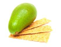 Cracker und Avocado Stockbild