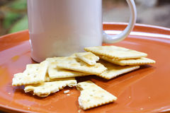 Cracker und Kaffee Lizenzfreie Stockfotos