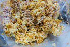 Cracker van de close-up de Thaise Zoete Knapperige Rijst met Cane Sugar Drizzle in plastic zak Royalty-vrije Stock Fotografie