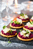 Crackers with beet pesto and cheese Stock Photography