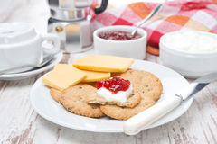 Crackers with cheese, cream and jam for breakfast Royalty Free Stock Photography