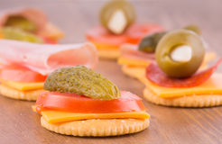 Crackers with cheese, tomato and pickle Stock Photos