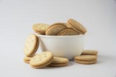 Crackers in een kom Stock Foto's