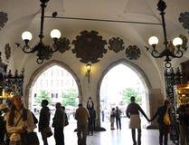 Cracovia 19,2014 augusti: L'interno di Corridoio del panno a Cracovia, Polonia Immagine Stock Libera da Diritti