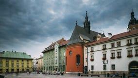 Cracovia, Polonia Chiesa della st Barbara On Small Market Square nel giorno di estate Limite famoso Luogo del patrimonio mondiale archivi video