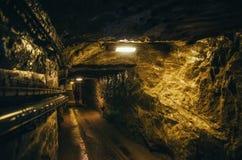 CRACOVIA, POLONIA - 26 GIUGNO 2015: Corridoio sotterraneo nella miniera di sale di Wieliczka immagini stock