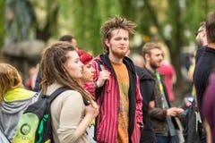 CRACOVIA, POLONIA - partecipanti di marzo per la liberazione della cannabis Fotografie Stock Libere da Diritti