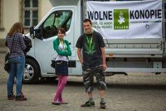 CRACOVIA, POLONIA - partecipanti di marzo per la liberazione della cannabis Fotografia Stock
