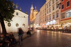 Cracovia por noche en Polonia Imagen de archivo