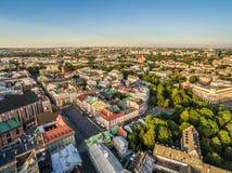 Cracovia - vecchia città dall'aria Paesaggio della città dalla vista dell'occhio del ` s dell'uccello, con il piccolo quadrato de Fotografie Stock Libere da Diritti