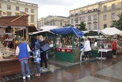 Cracovie, le 19 août 2014 - lancez la stalle sur le marché à Cracovie, Pologne Images libres de droits