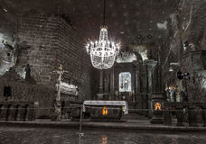 CRACOVIE, POLOGNE - 13 DÉCEMBRE 2015 : La chapelle de St Kinga est localisée 101 mètres d'au fond, sel Mineon de Wieliczka le 13  Image libre de droits
