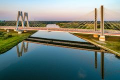 Cracovie, Pologne Le double câble-est resté le pont au-dessus du riv de la Vistule Photo libre de droits